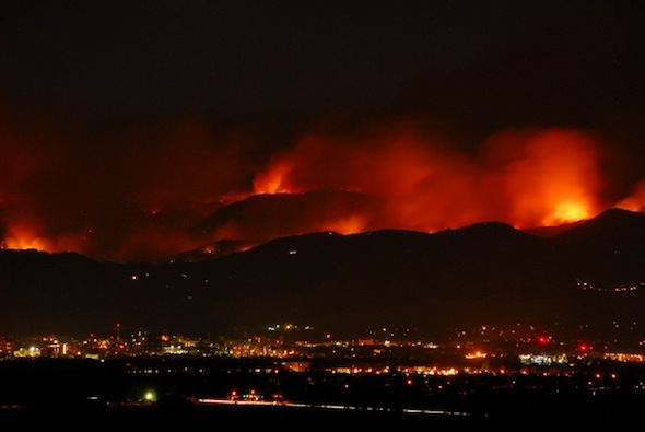 Fire as seen from southeast of Boulder, by night (Photo: Ann Duncan)