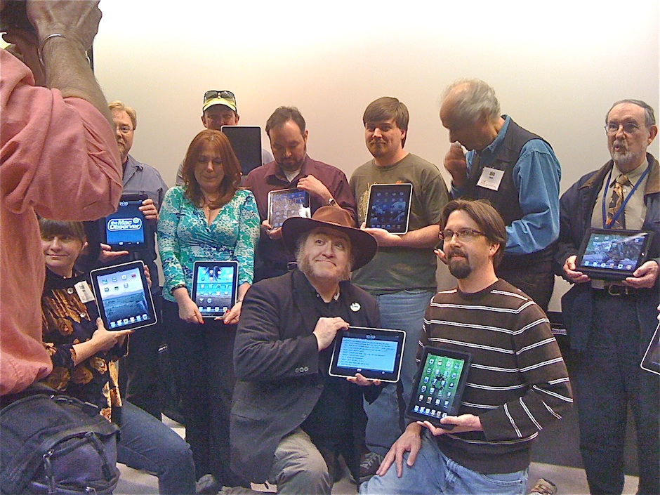 ipad-owners-at-comug-940px