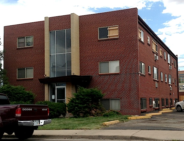 The alleged shooter's apartment is very close to the med school where he was enrolled. (Boulder Reporter photo)